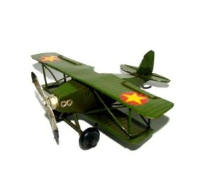 מטוס מתכתי ירוק