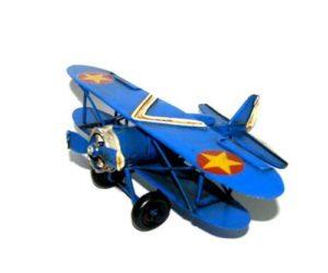 מטוס מתכתי כחול